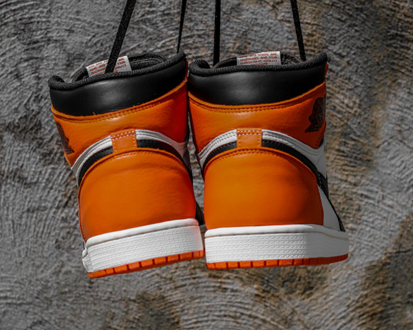 Air Jordan 1 Retro High OG Black White Team Orange (3)