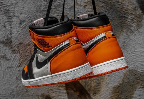 Air Jordan 1 Retro High OG Black White Team Orange (4)