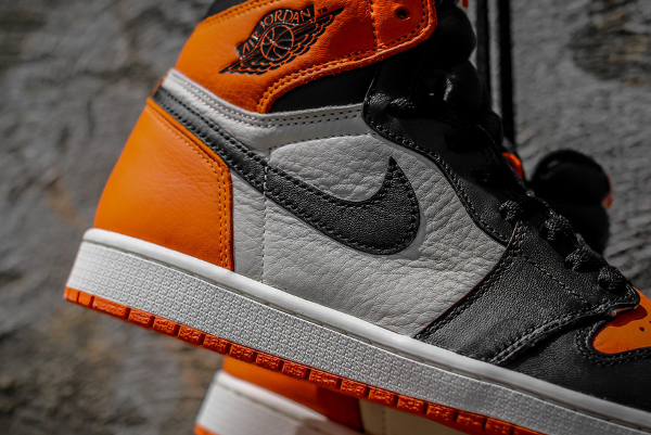 Air Jordan 1 Retro High OG Black White Team Orange (7)