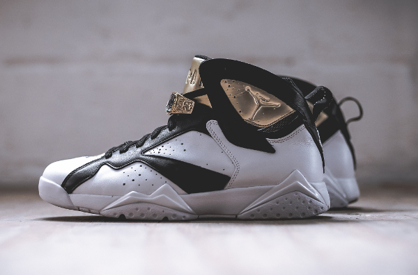 Air Jordan 7 Champagne White Black Gold (3)