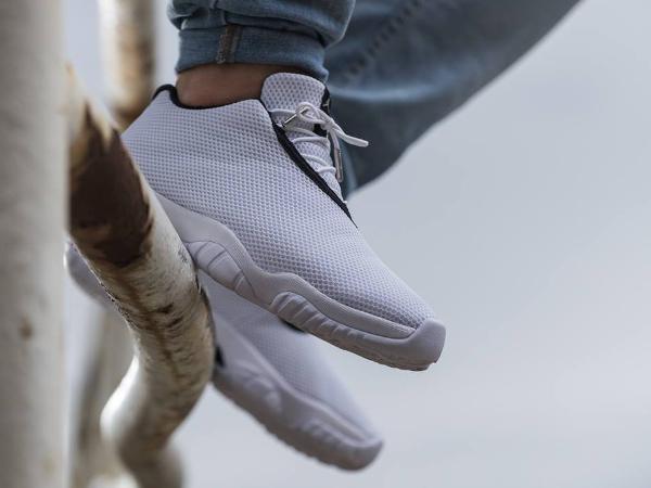 Air Jordan Future  basse blanc et gris (5-1)
