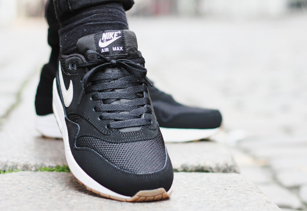 nike air max 1 essential black light bone