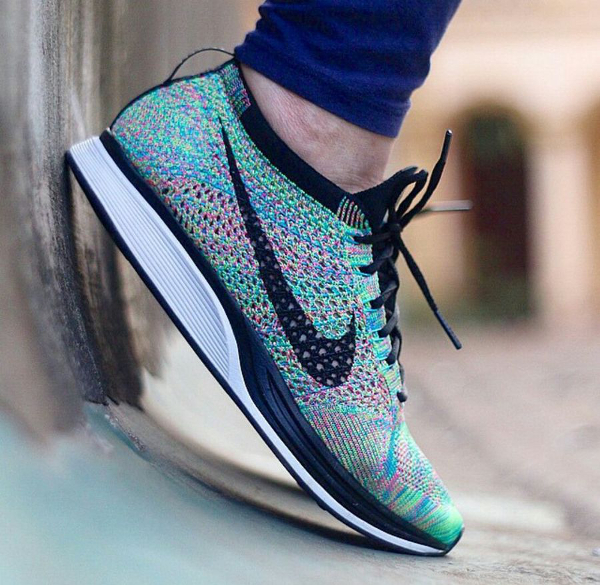 Nike Flyknit Racer Multicolor 2.0 aux pieds (1)