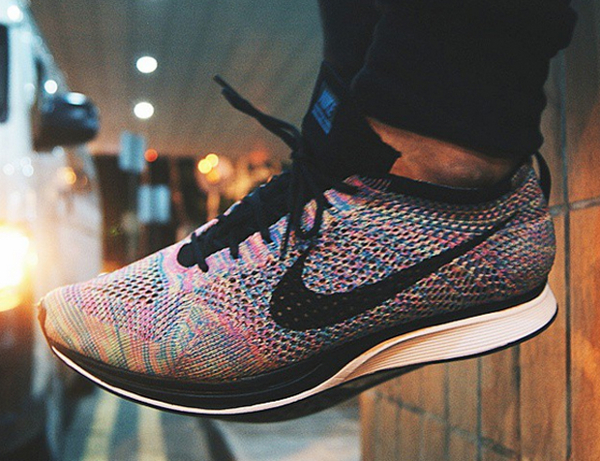 Nike Flyknit Racer Multicolor 2.0 aux pieds (2)