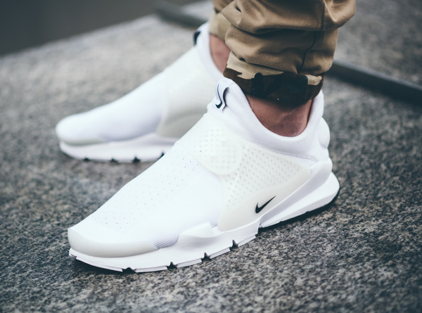 Nike Sock Dart White Independence Day aux pieds (1)
