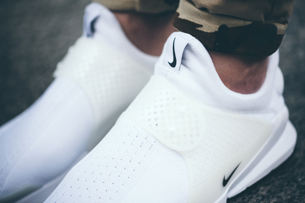 Nike Sock Dart White Independence Day aux pieds (2)