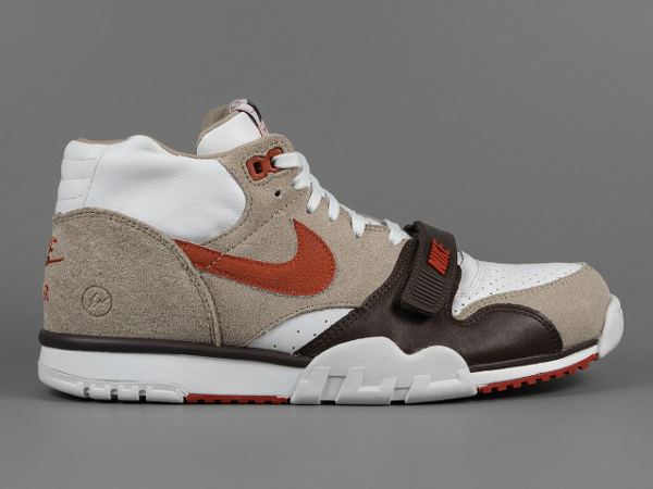Nikecourt Air Trainer 1 SP Mid x Fragment Sculpted Clay (1)