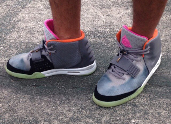 contrefaçon Nike Air Yeezy 2