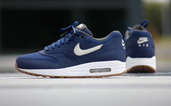 0a37b7b225 Nike Air Max 1 Essential Midnight Navy Light Bone (1)