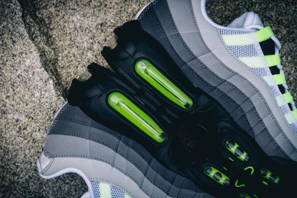 Nike Air Max 95 OG Black Volt 2015 (4)