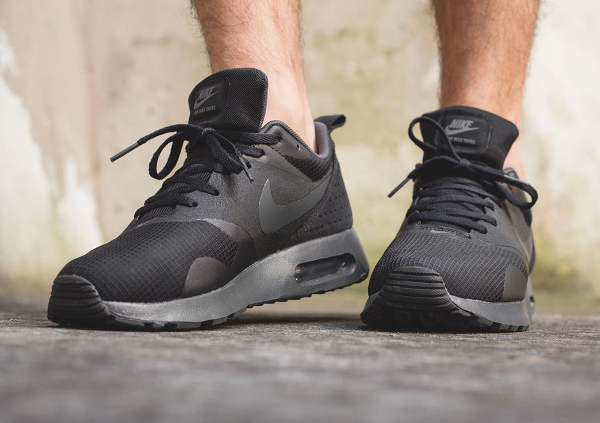 Nike Air Max Tavas Triple Black (1)