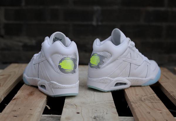bienestar Condicional Influencia  Nike Air Tech Challenge 3 White Volt Silver | Sneakers Actus