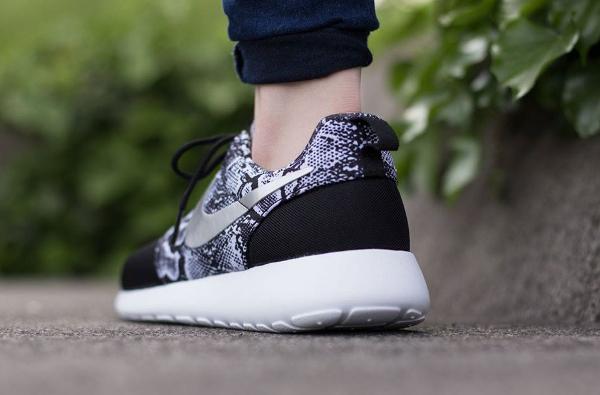 Nike Roshe Run Print Snake Black Silver : où l'acheter ?