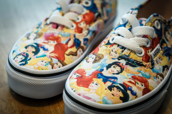 Vans Authentic x Disney Young At Heart Disney (1)