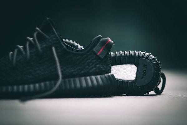 Adidas Yeezy Boost 350 Black par Kanye West (2)