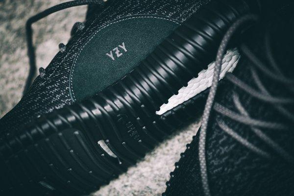 Adidas Yeezy Boost 350 Black par Kanye West (4)