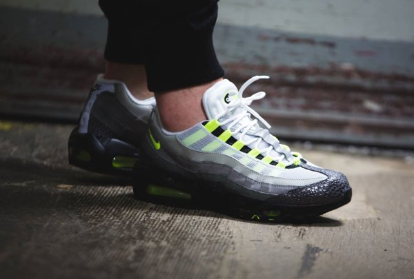 Nike Air Max 95 iD « Neon Alternate » par Sneakers Addict™ | WAVE®
