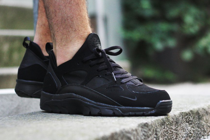 buy popular 580ed 2deec Nike Air Trainer Huarache Low Triple Black   Sneakers-actus