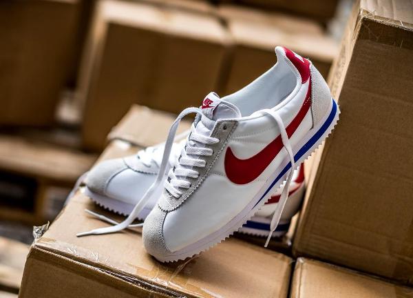 official photos 6d159 4ac5a En vente (85€) au Nike Store.fr   voir la paire · Nike Classic Cortez Nylon  OG White Varsity Red ...