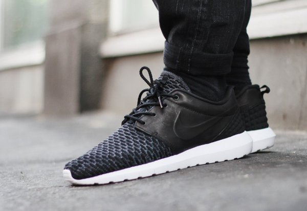 Nike Roshe One Flyknit Premium Black Dark Grey (1)