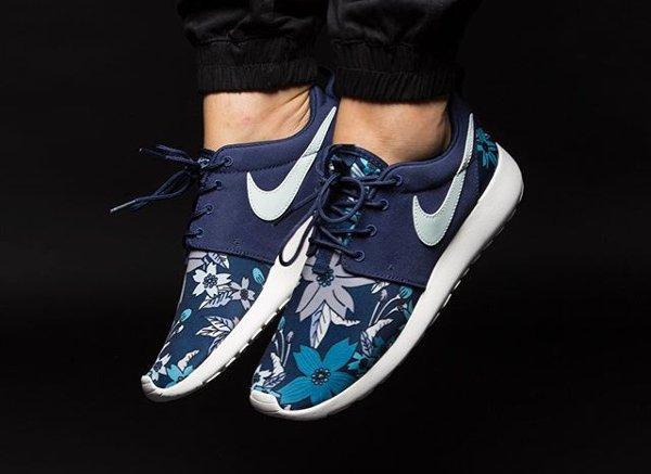 Nike Roshe Run Aloha Floral Midnight Navy (2)