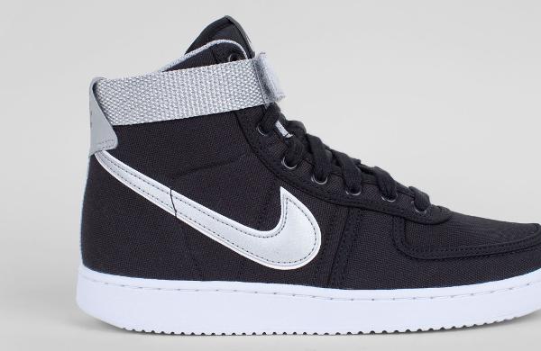 2f04b3d6947b06 La Nike Vandal High SP Terminator est en vente (95 euros) au Nike Store.fr  : voir la paire.