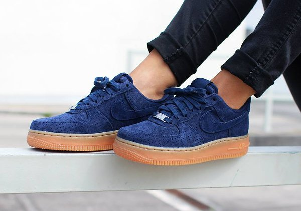 Nike Air Force 1 Low Suede Navy Gum | Sneakers actus