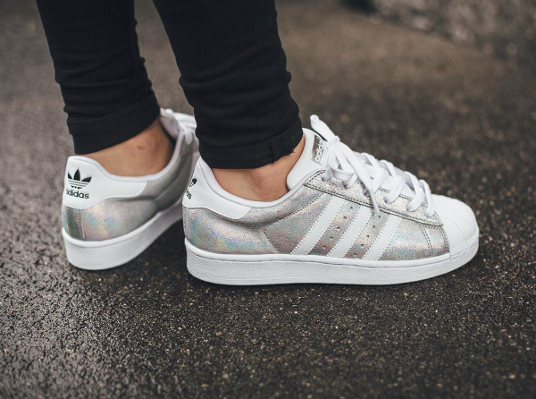 skate shoes best sale sleek Adidas Superstar W Iridescent : où l'acheter ? | Sneakers-actus