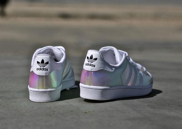 La Adidas Superstar W Iridescent est disponible (90 euros) chez Adidas.fr : voir la paire.
