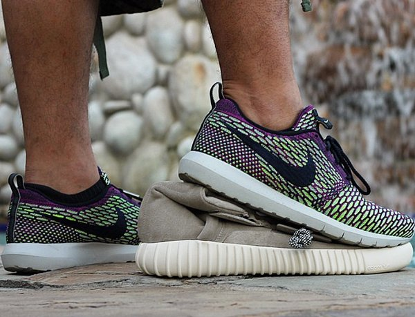 Adidas Yeezy 350 Boost VS Nike Roshe Run