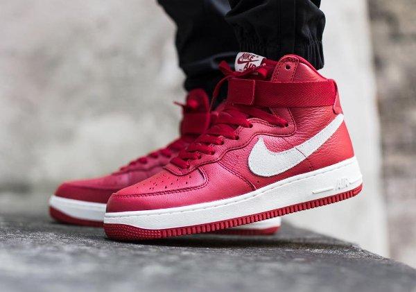 Nike Air Force 1 High Retro QS rouge (1)