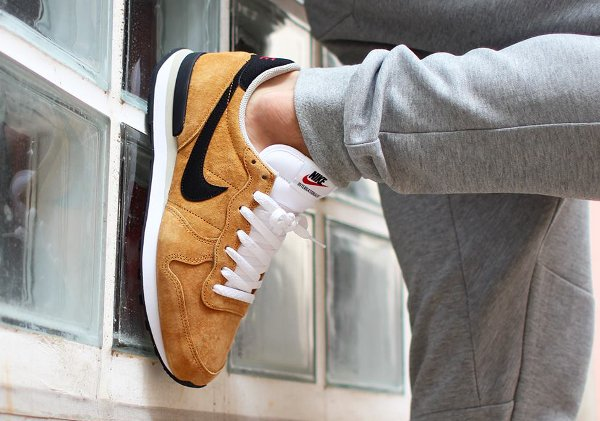 Nike Internationalist LTR Bronze Black Beige (1)