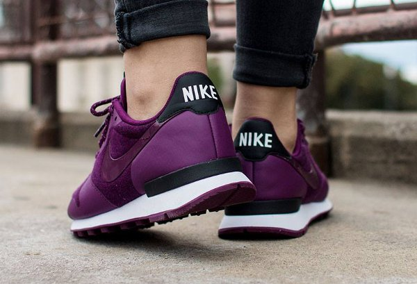 Nike Wmns Internationalist TP Mulberry White Black (2)