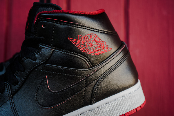 Air Jordan 1 Mid Black Gym Red (5)