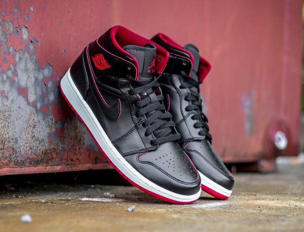 Air Jordan 1 Mid Black Red Lance Mountain (1)