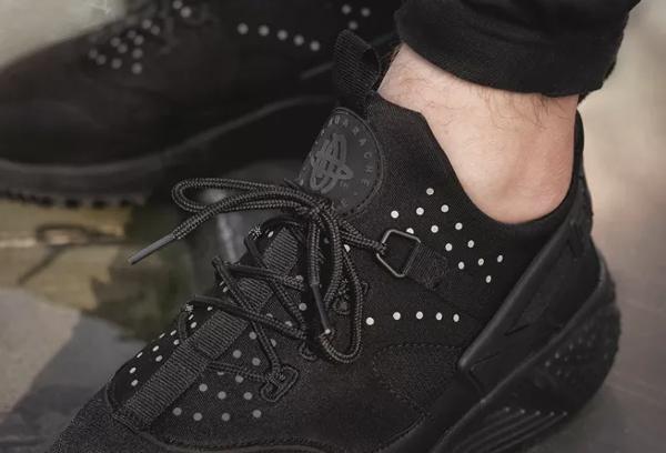 Nike Air Huarache Utility Triple Black (1)