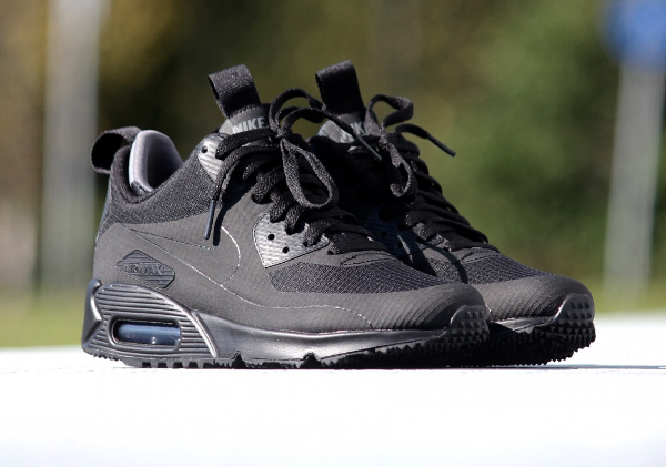 Où trouver la Nike Air Max 90 Mid Winter NS 'Triple Black' ?