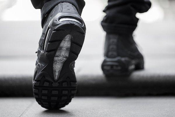 Nike Air Max 95 Mid noire (4)