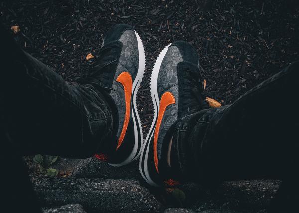 Nike Cortez QS Halloween 2015 aux pieds (5)