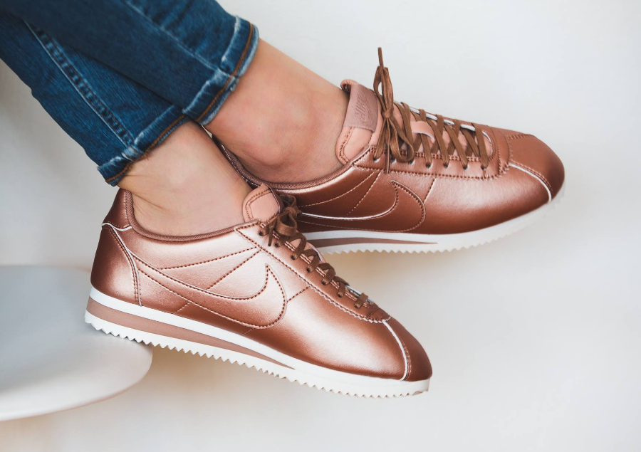 best loved faa0a 8ba51 avis-basket-nike-wmns-classic-cortez-leather-metallic-