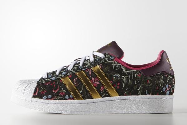 3733a0c7db06 Où acheter la Adidas Superstar W Jacquard Floral Merlot
