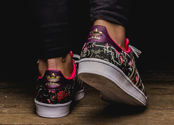 Où acheter la Adidas Superstar W Jacquard Floral Merlot ?