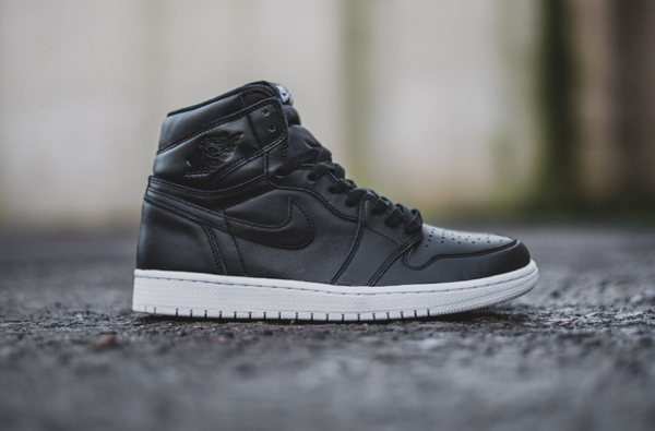 Air Jordan 1 Retro High OG Black Premium Leather (1-2)