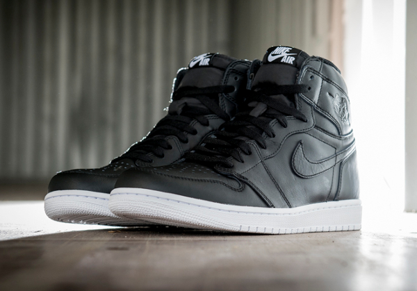 Air Jordan 1 Retro High OG Black Premium Leather (1)