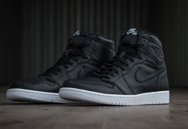 Air Jordan 1 Retro High OG Black Premium Leather (2)