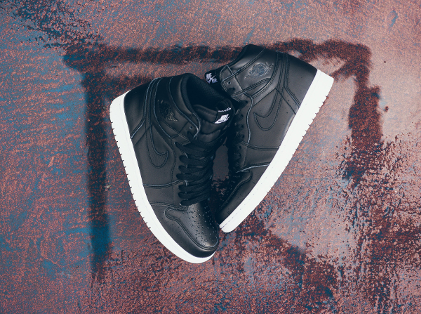 Air Jordan 1 Retro High OG Black Premium Leather (9)