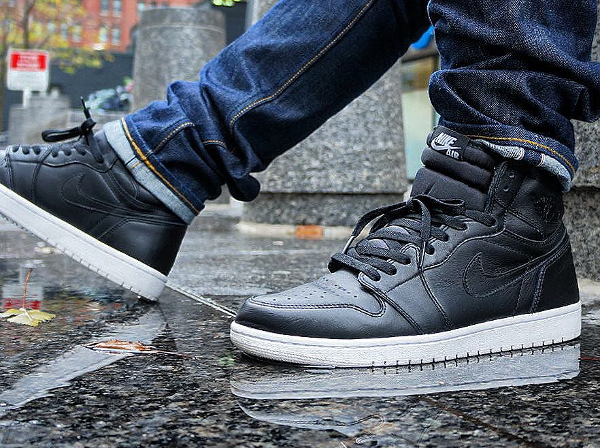Air Jordan 1 Retro High OG Cyber Monday pas cher (1)