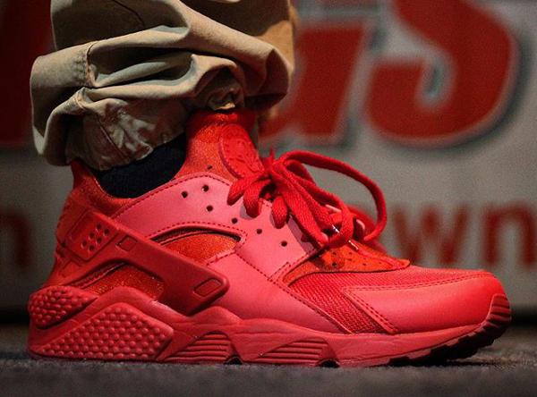 Nike Air Huarache Triple Red Ruby (2)