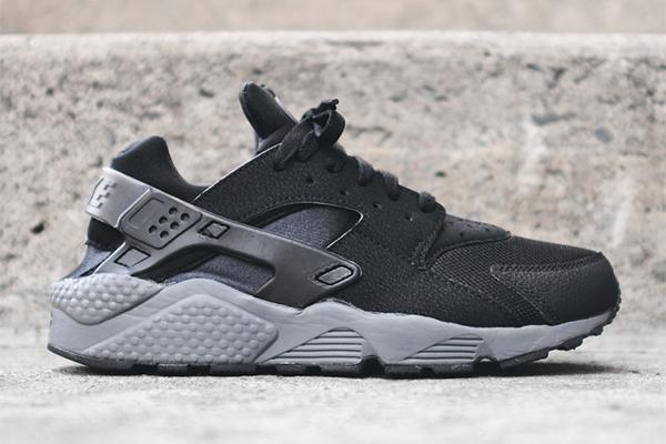 Demostrar evolución Evaluable  Où acheter la Nike Air Huarache Black Dark Grey ?