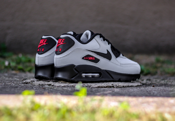 Où acheter la Nike Air Max 90 Essential Wolf Grey ?